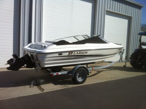 2004 Larson SEi 180 · 17ft 1in / 5.21 m. Runabout Boats Updated 2012-03-13