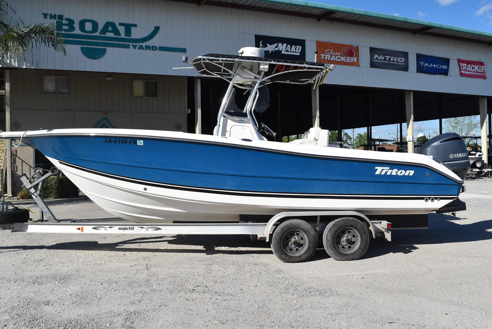 2006 Triton boat for sale, model of the boat is 2486 & Image # 14 of 24