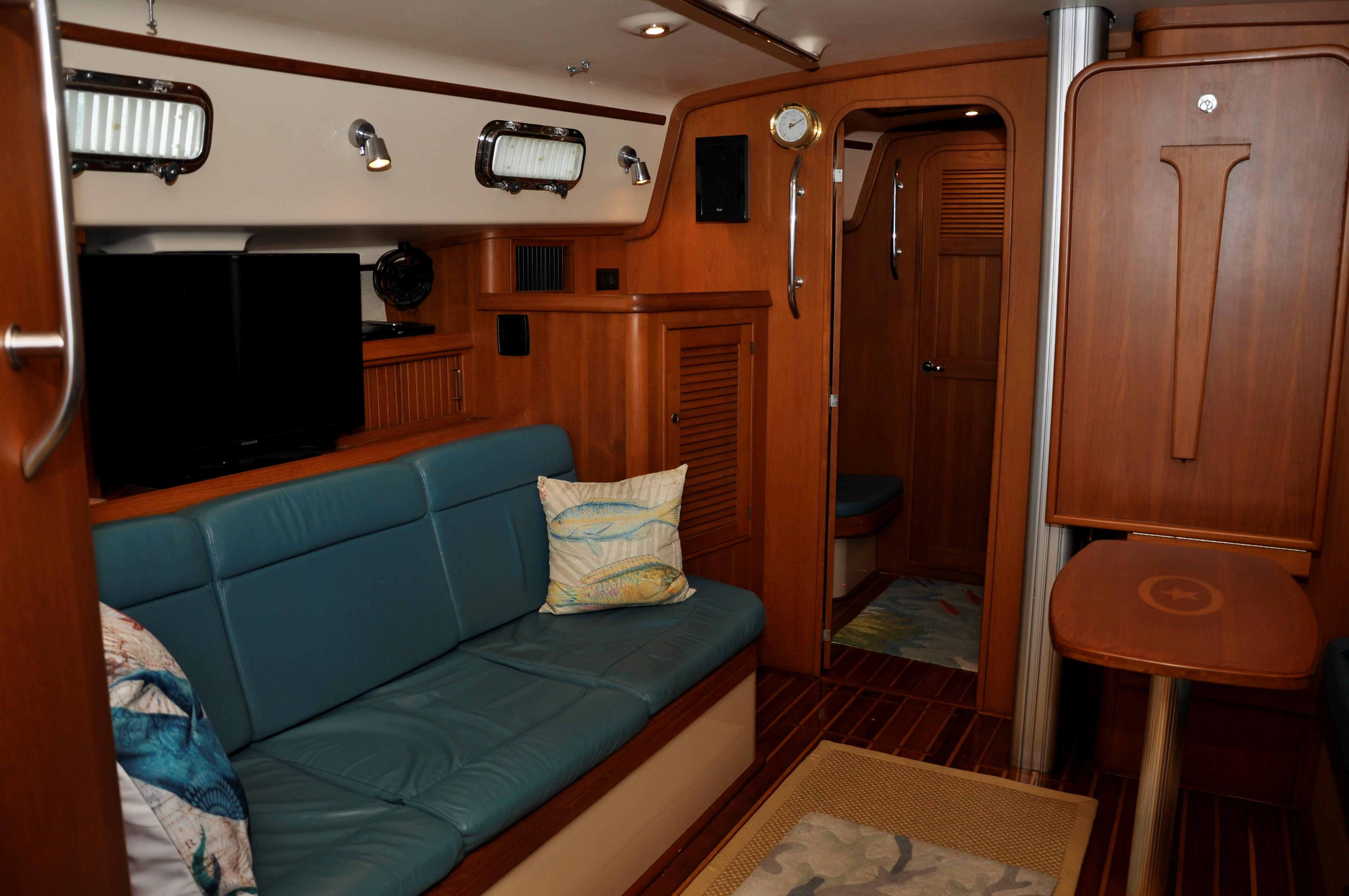 SALOON TO PORT
