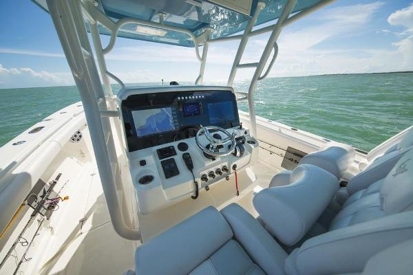 2020 Mako boat for sale, model of the boat is 414 CC Sportfish Edition & Image # 26 of 60