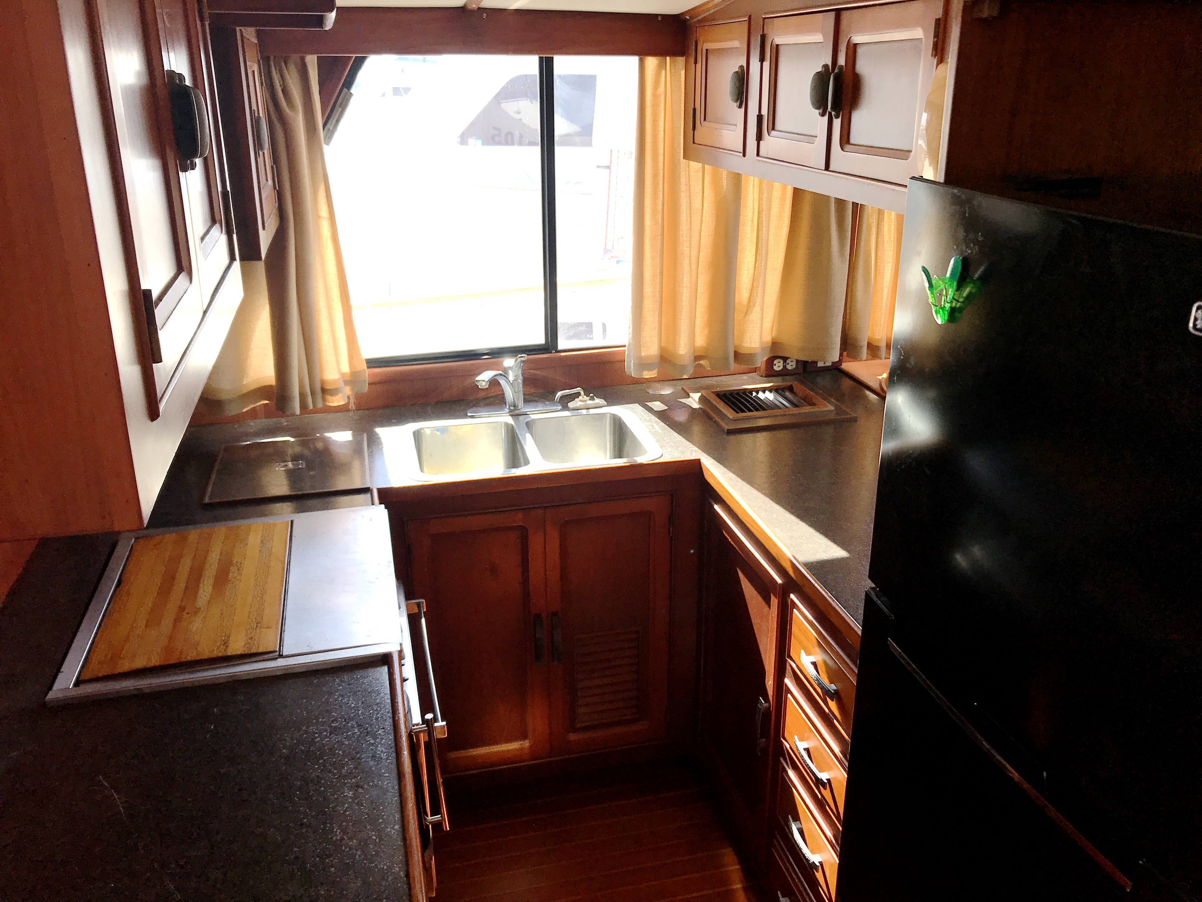 Sea Ranger SUNDECK - bright and open galley