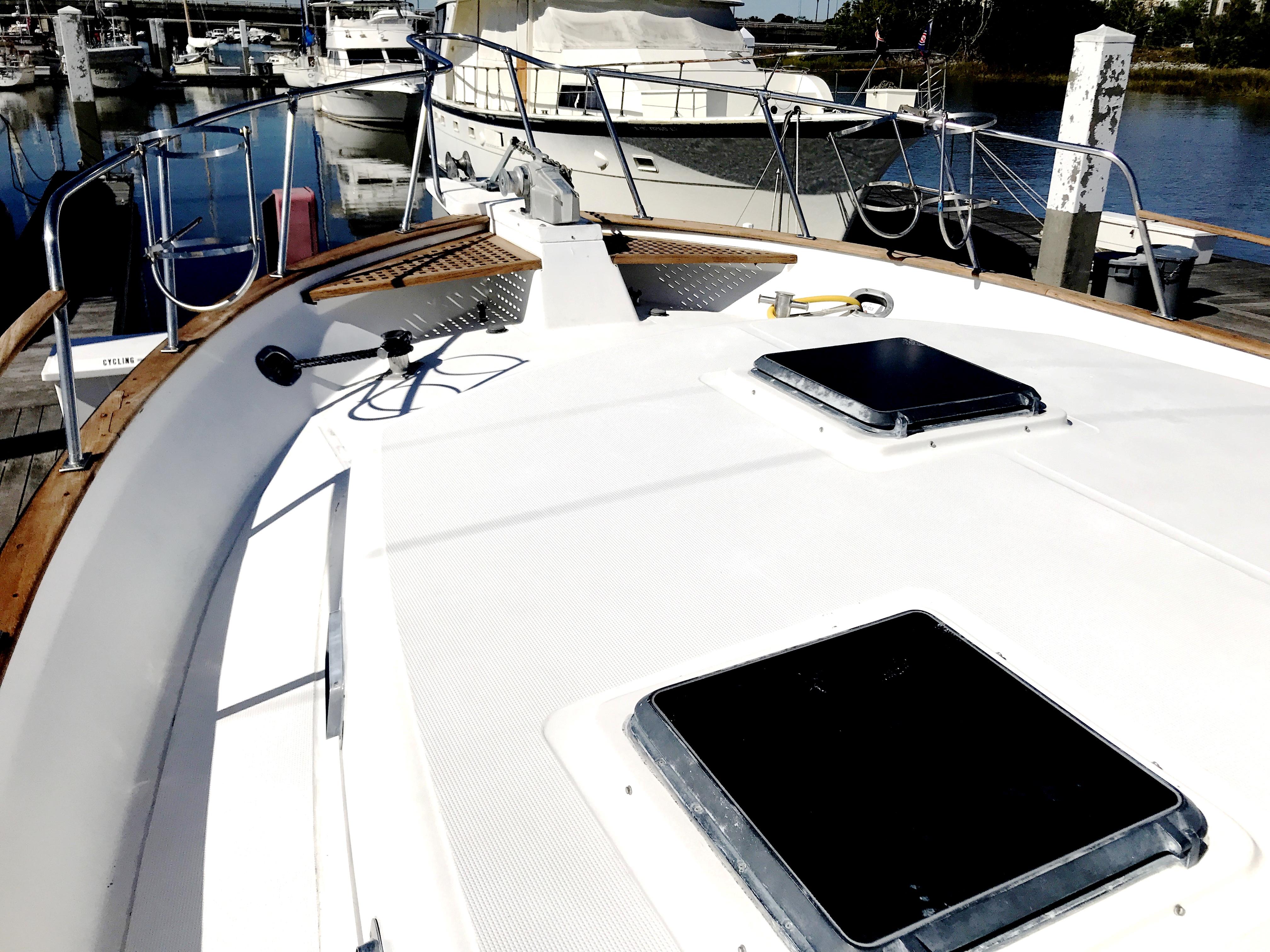 Sea Ranger SUNDECK - foredeck port
