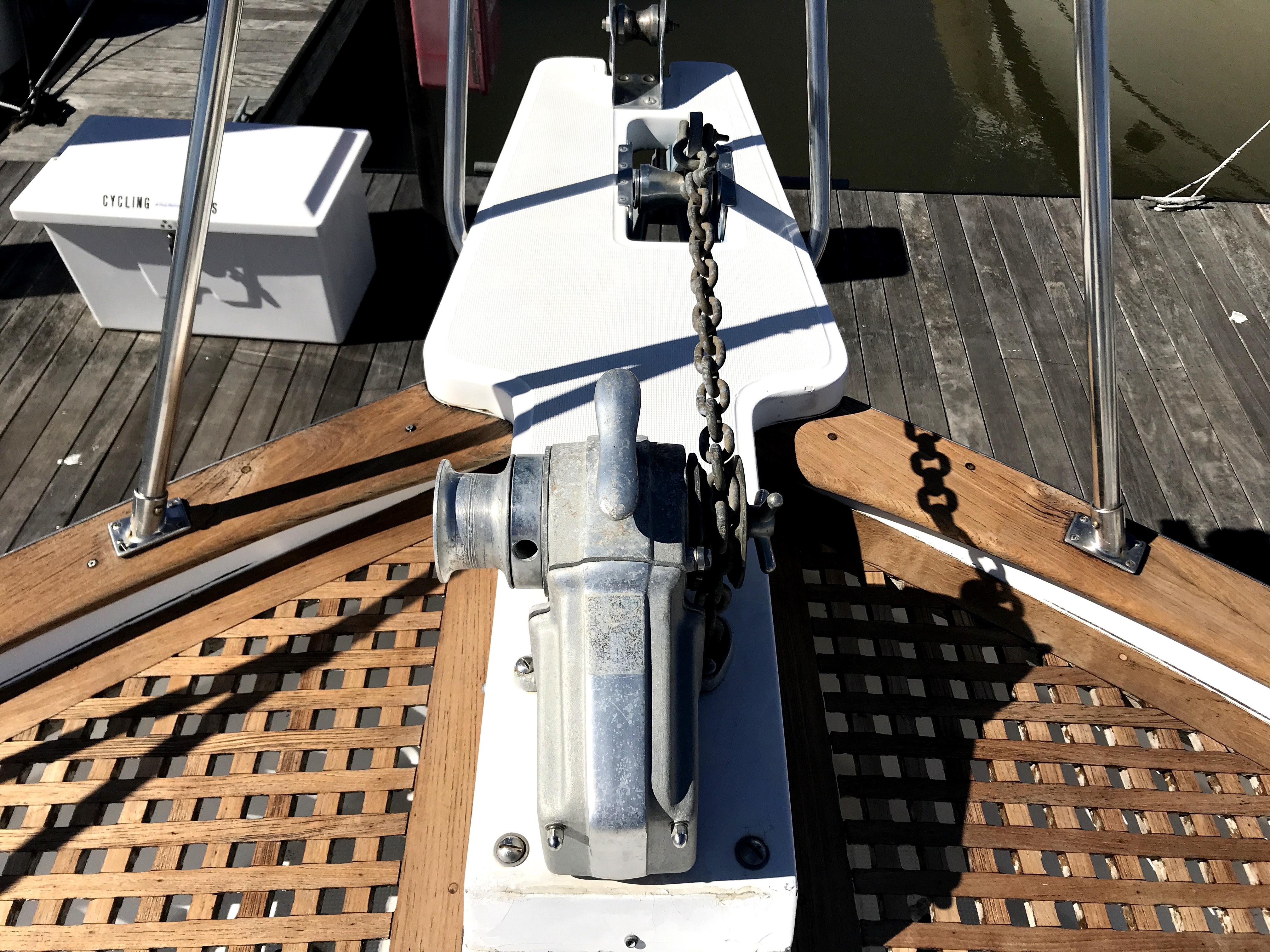 Sea Ranger SUNDECK - windlass
