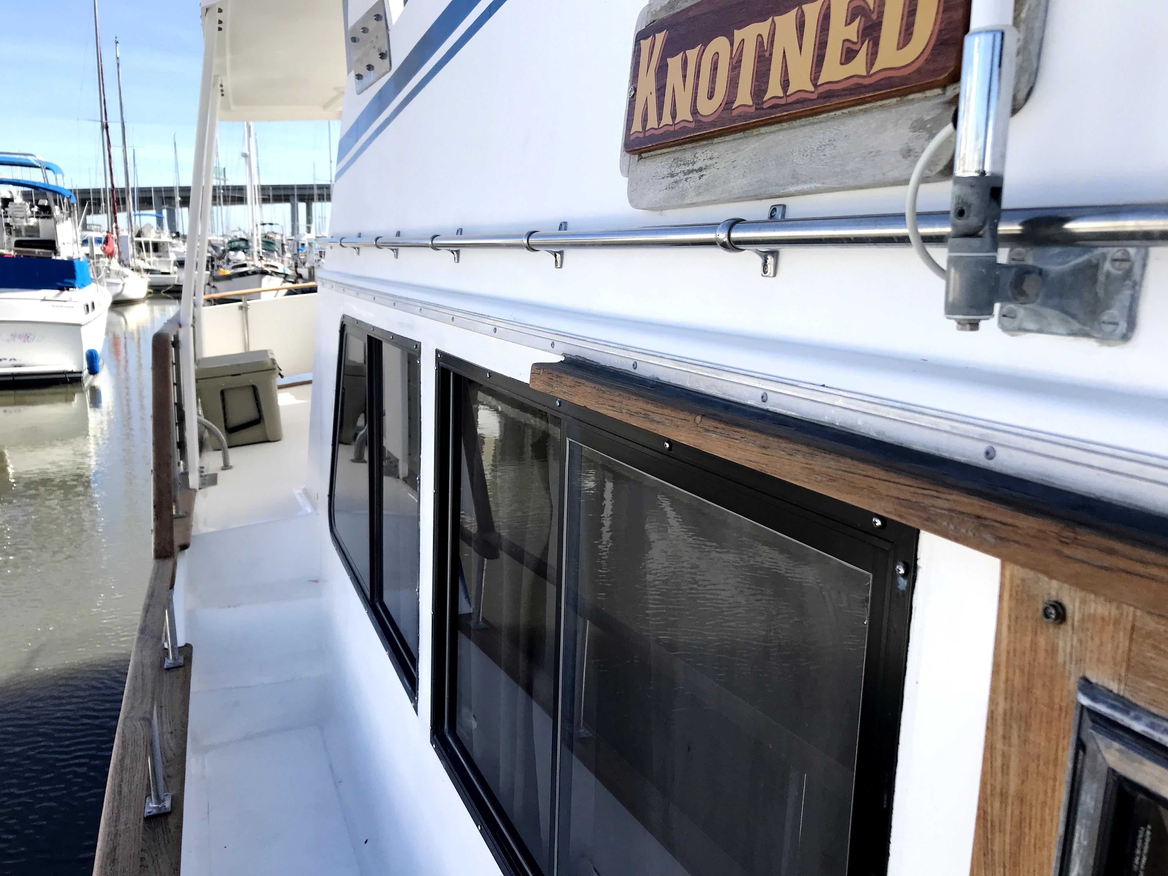 Sea Ranger SUNDECK - starboard side decks