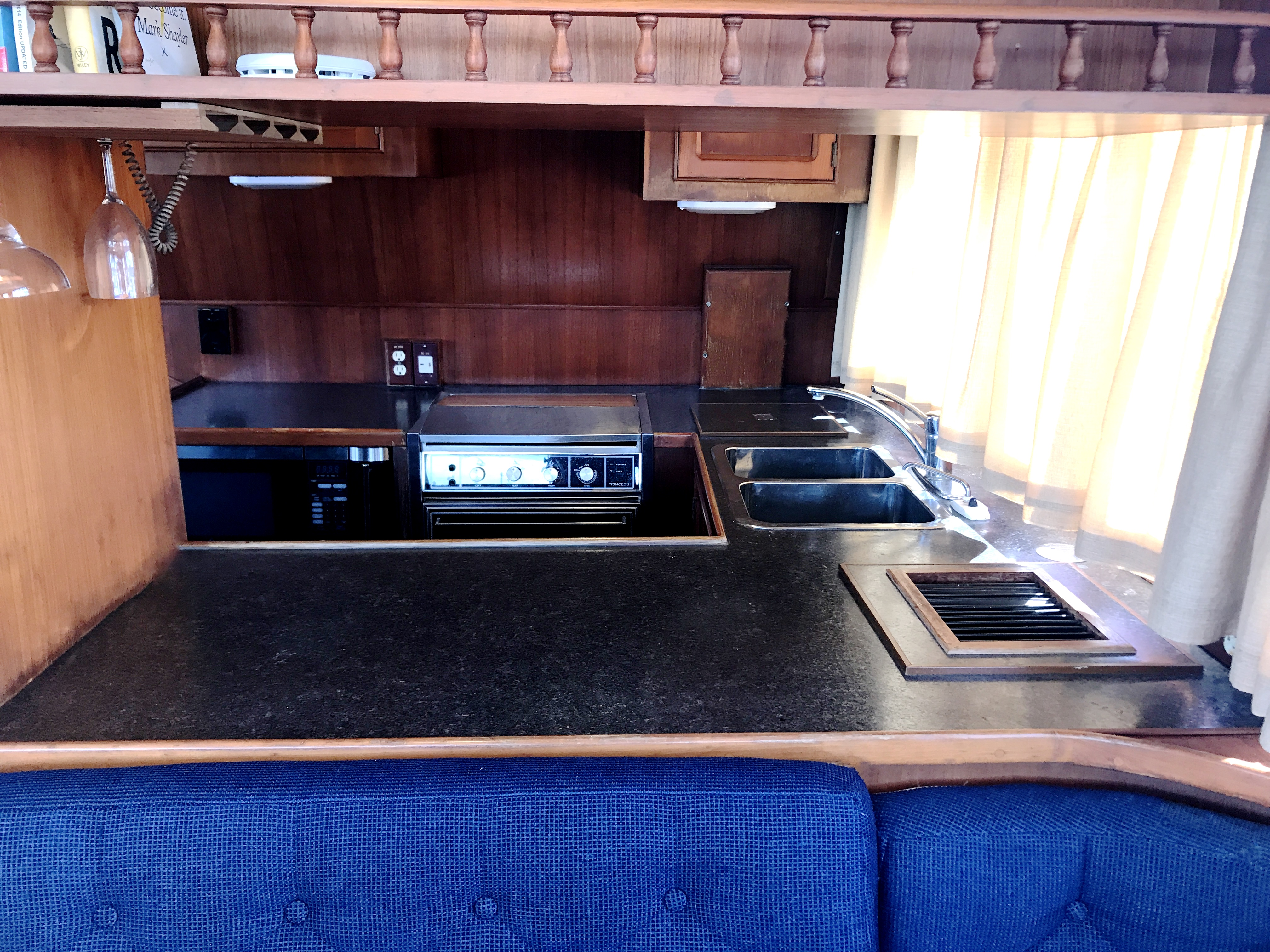 Sea Ranger SUNDECK - galley pass through to dinette