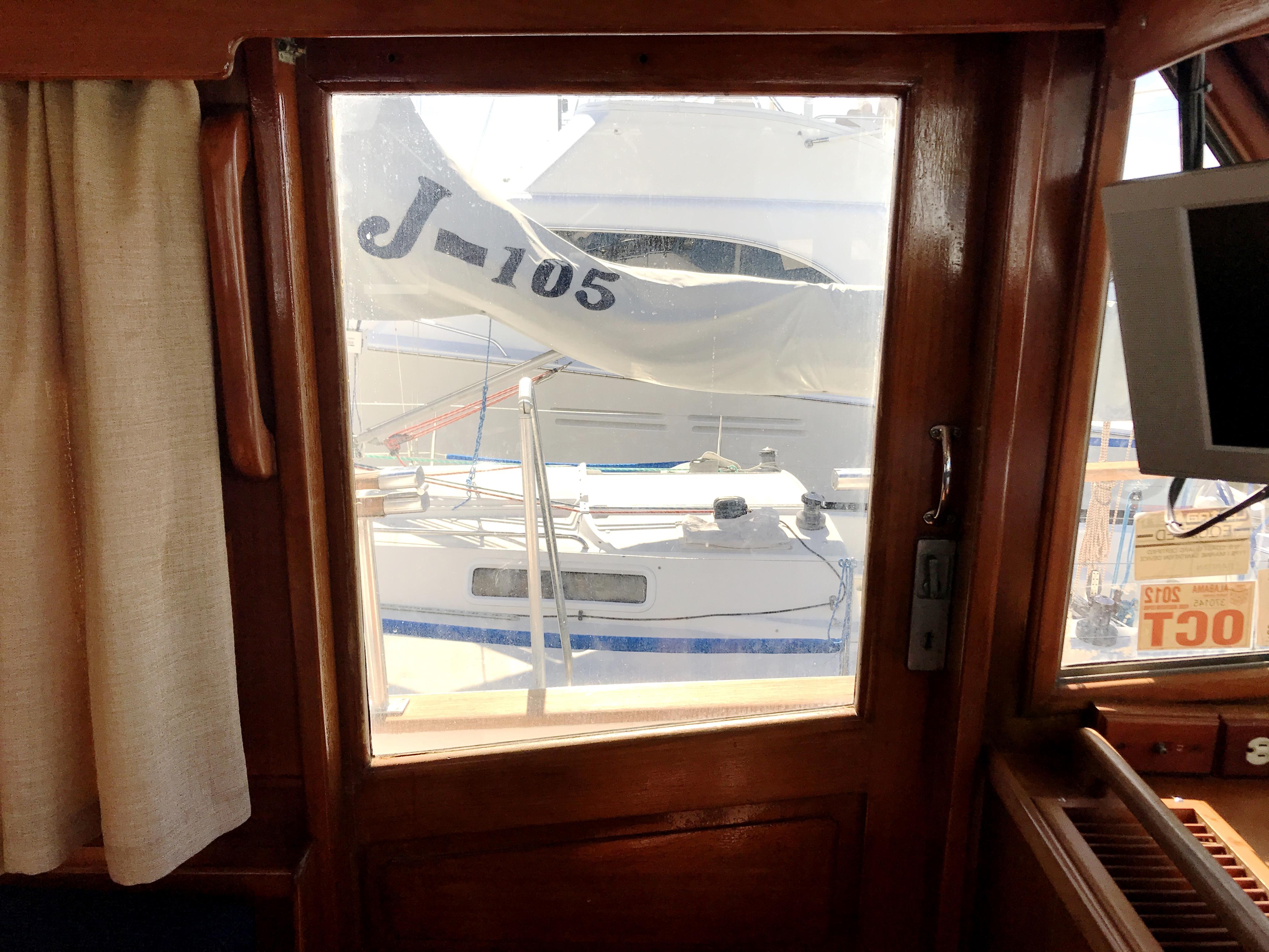 Sea Ranger SUNDECK - port companionway door