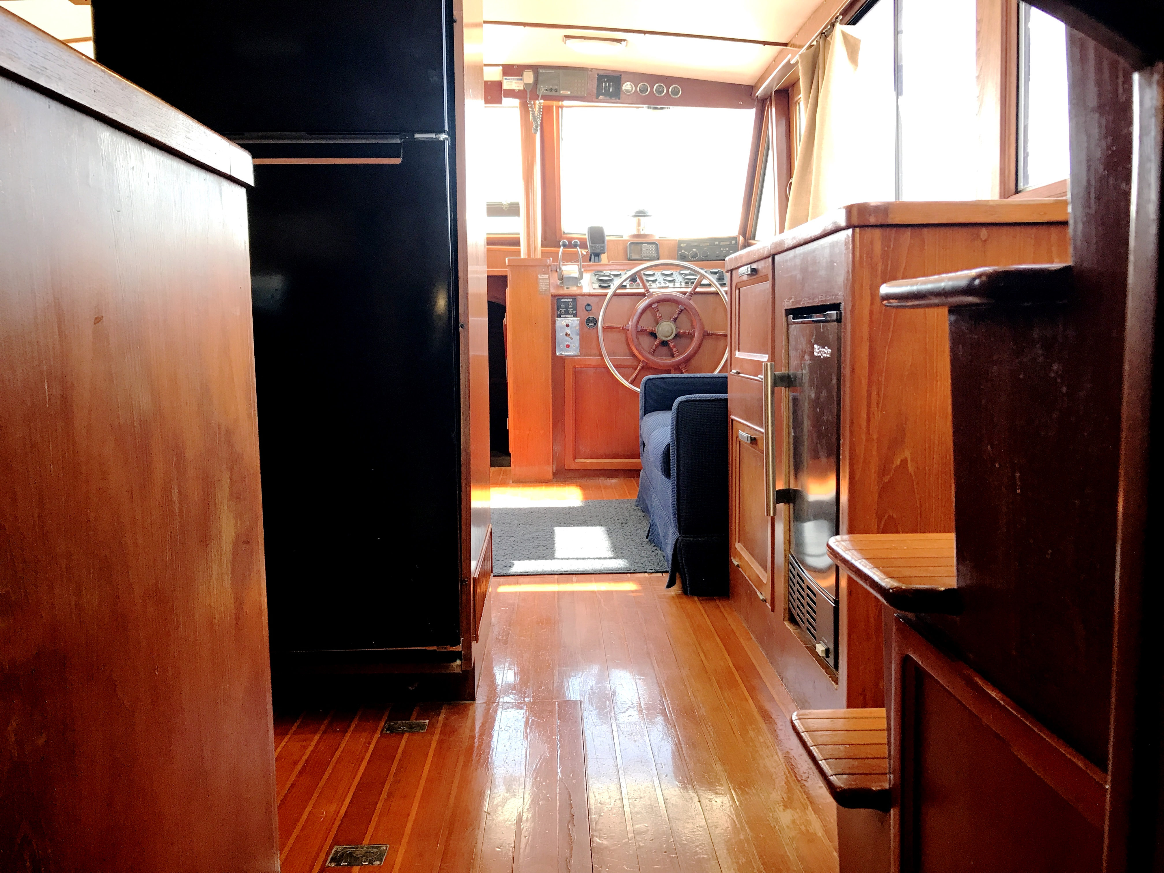 Sea Ranger SUNDECK - salon view from aft cabin