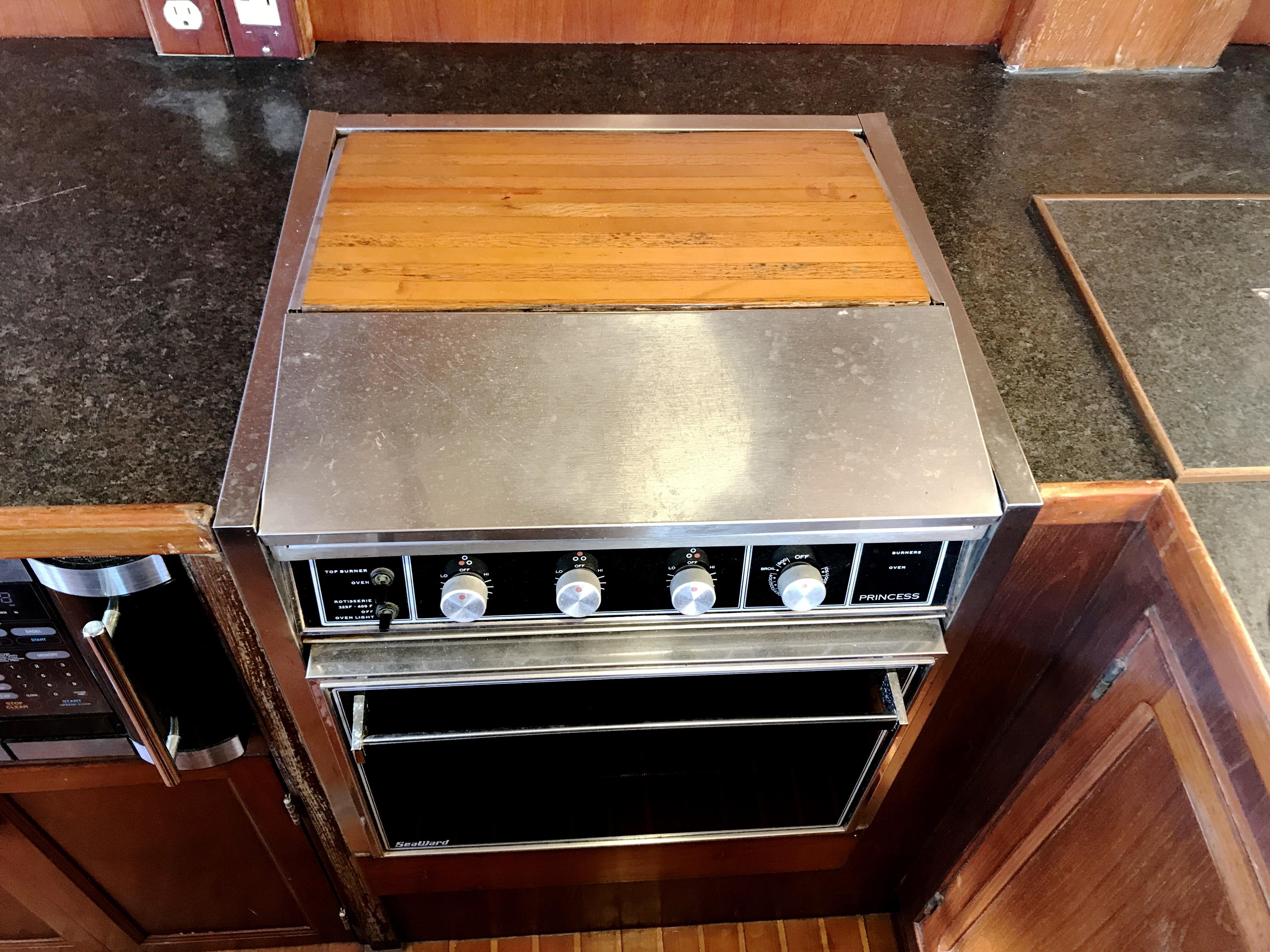 Sea Ranger SUNDECK - oven and 3-burner stove