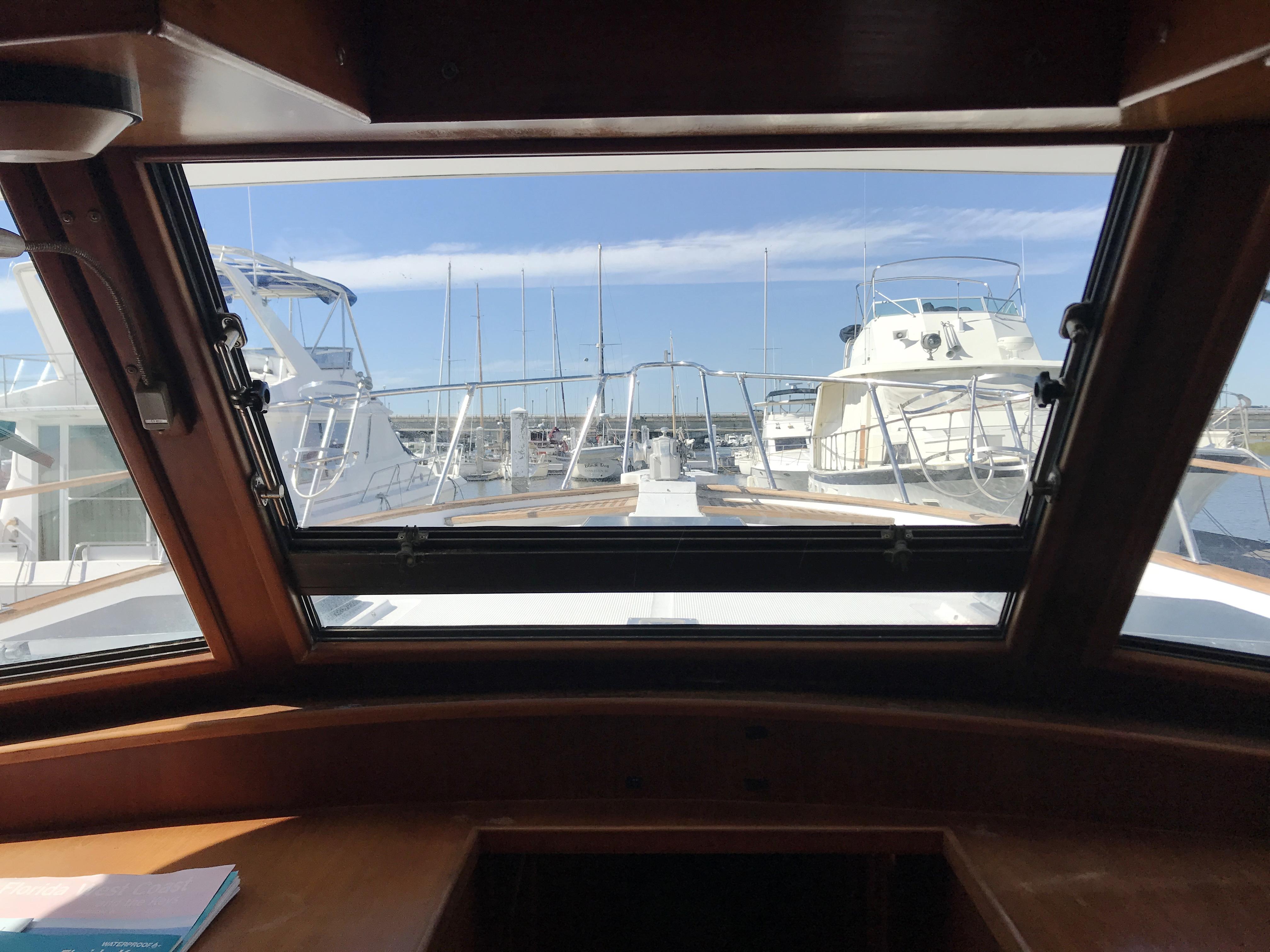 Sea Ranger SUNDECK - centerline windshield with opening window