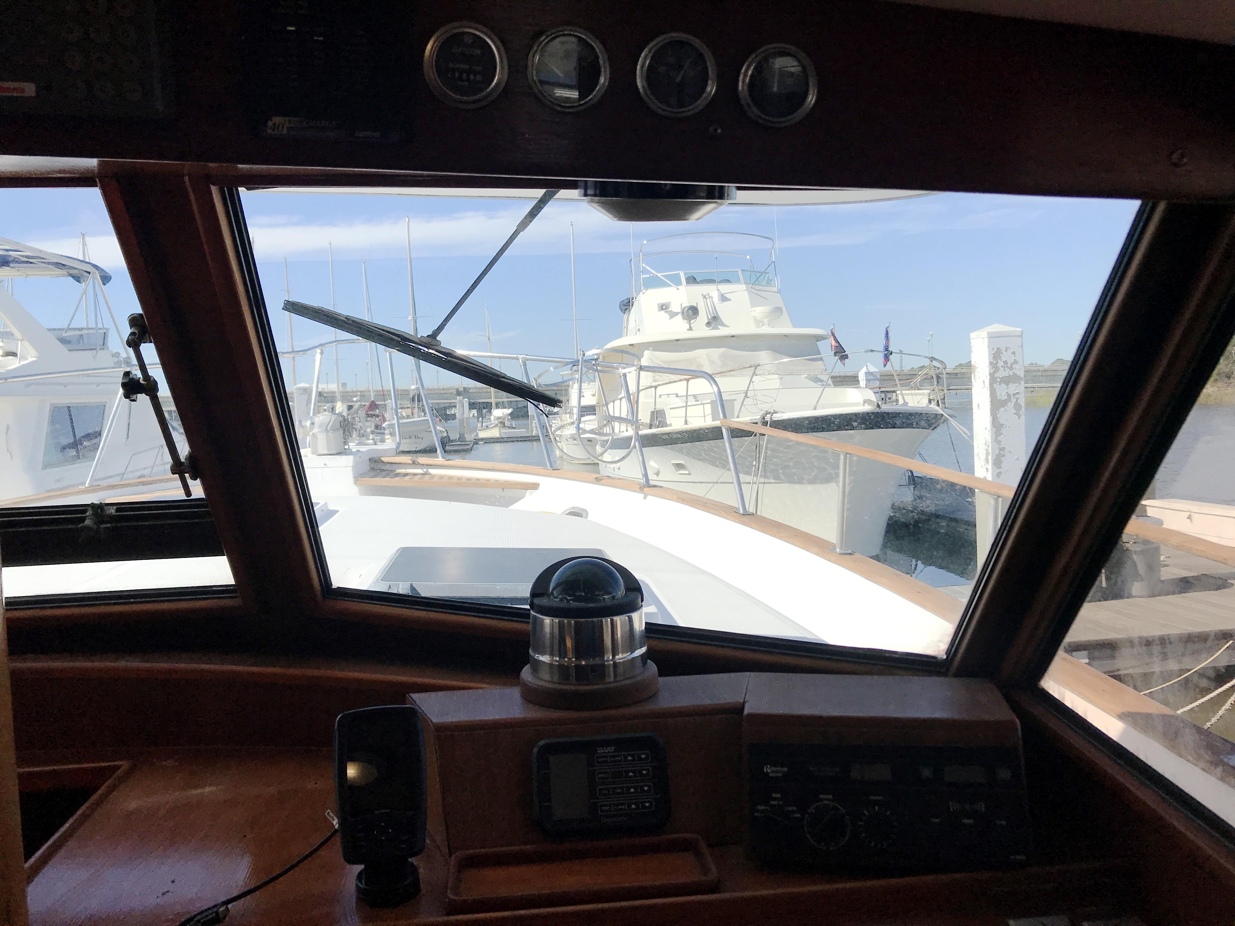 Sea Ranger SUNDECK - starboard forward windshield