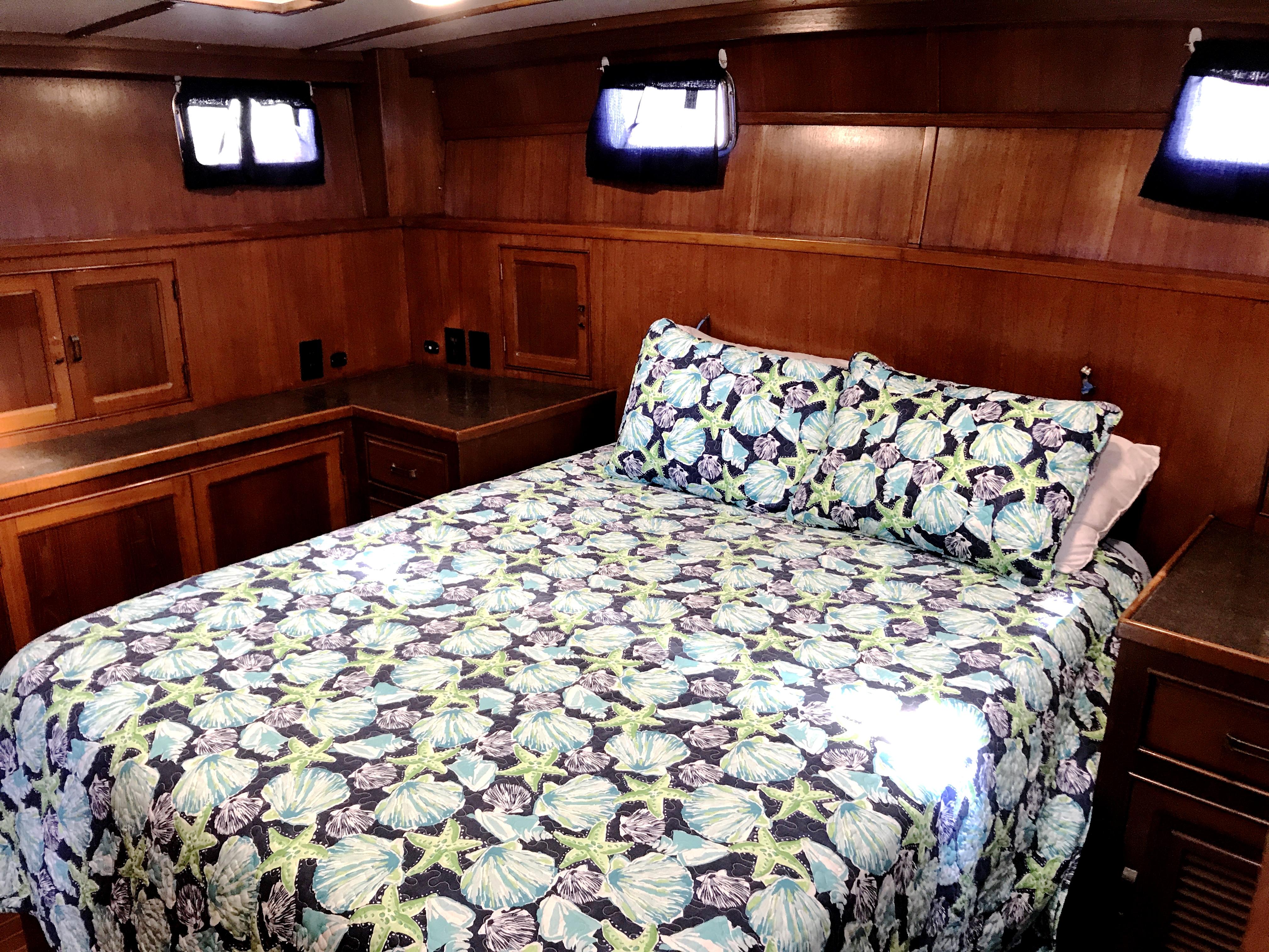 Sea Ranger SUNDECK - master stateroom