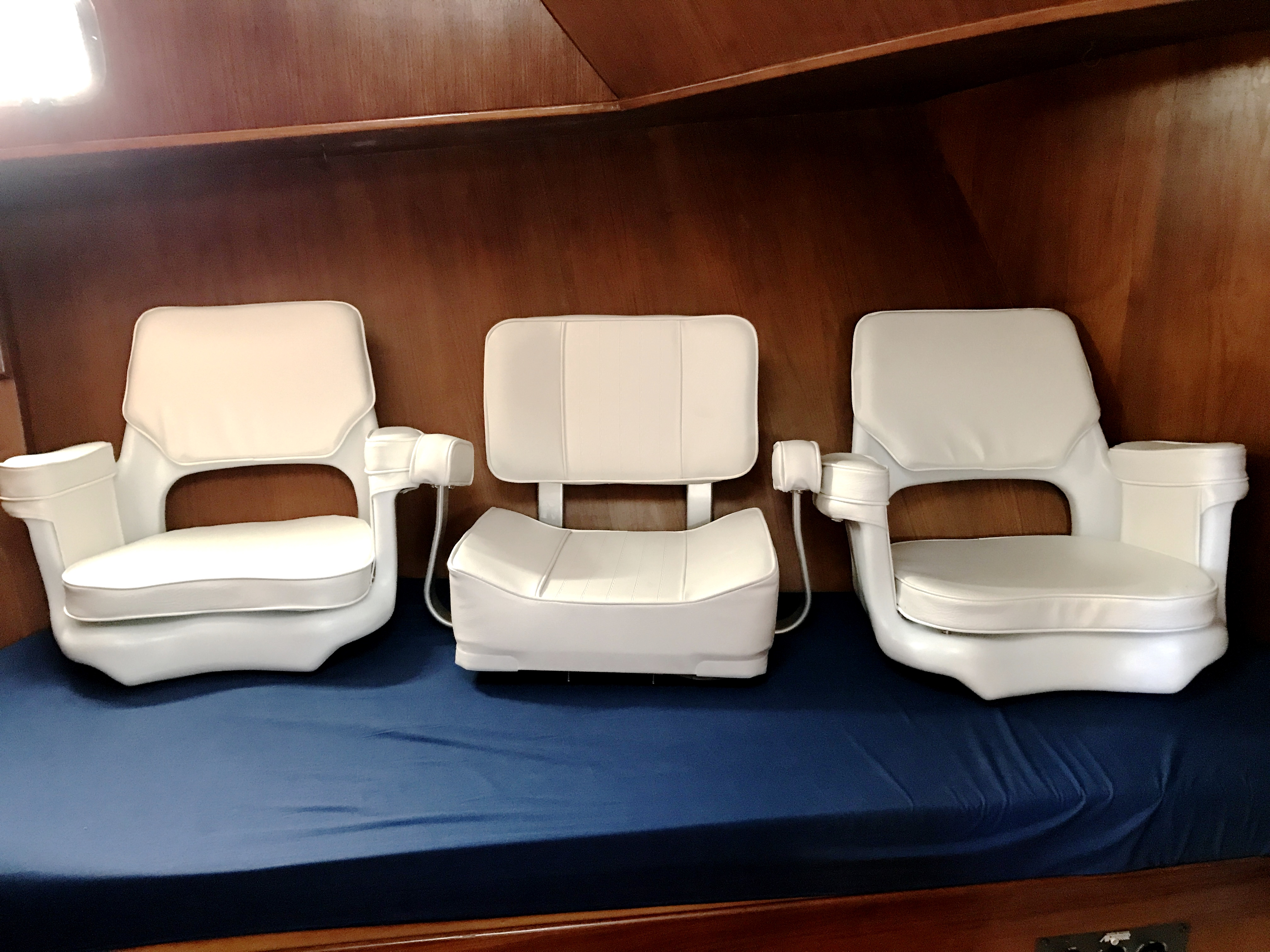 Sea Ranger SUNDECK - 3-new helm chairs for flybridge