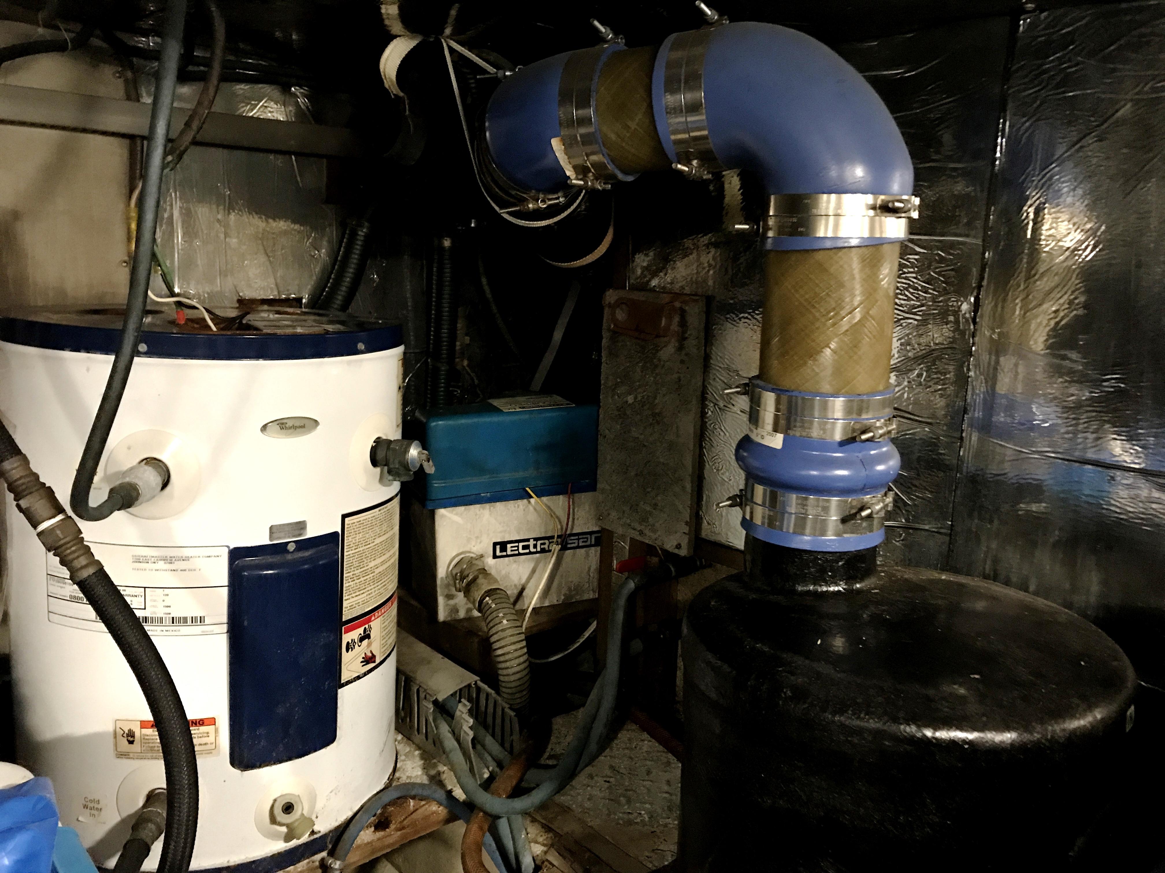 Sea Ranger SUNDECK - starboard exhaust and HW heater