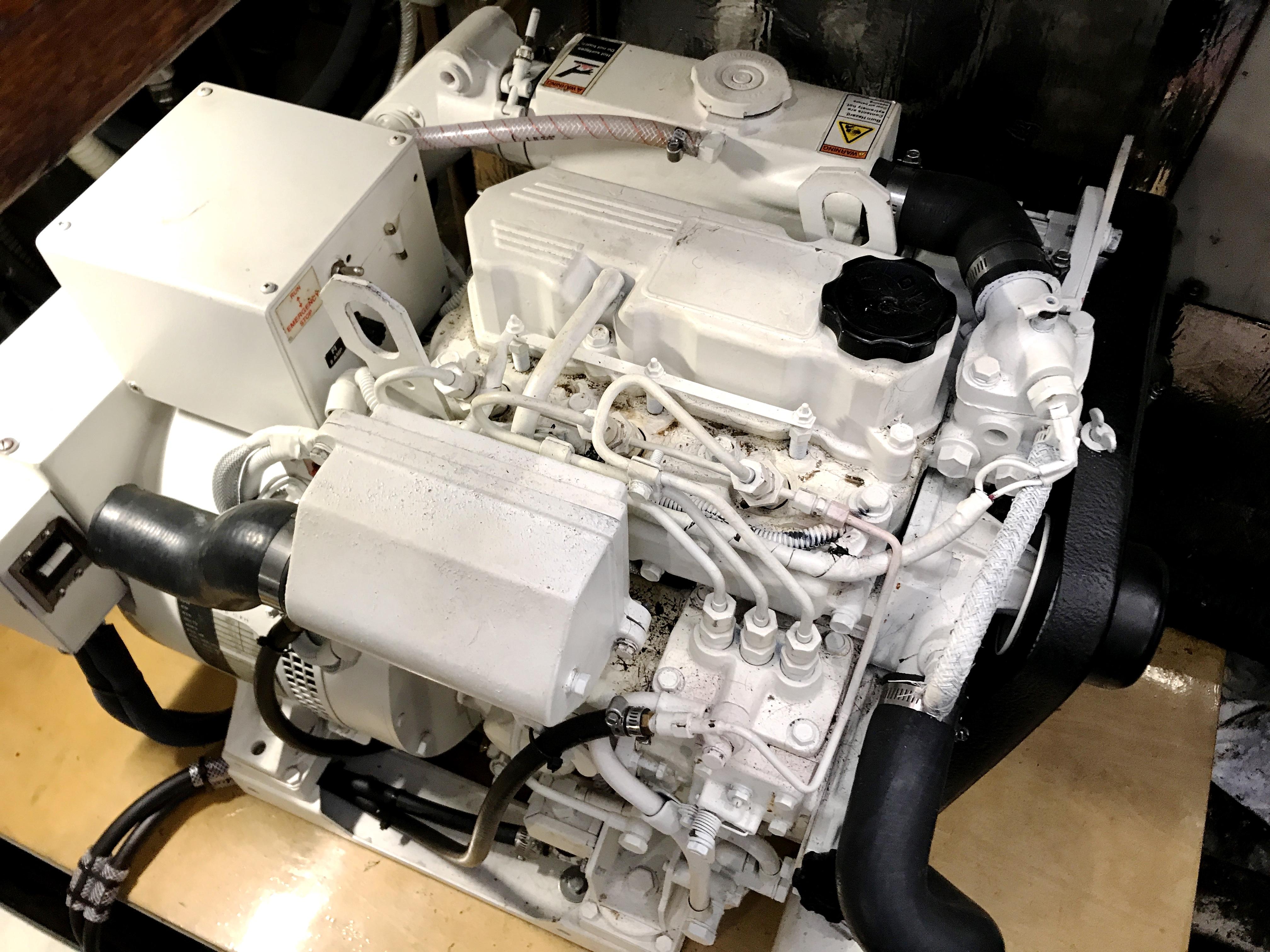 Sea Ranger SUNDECK - 10 KW Westerbeke generator