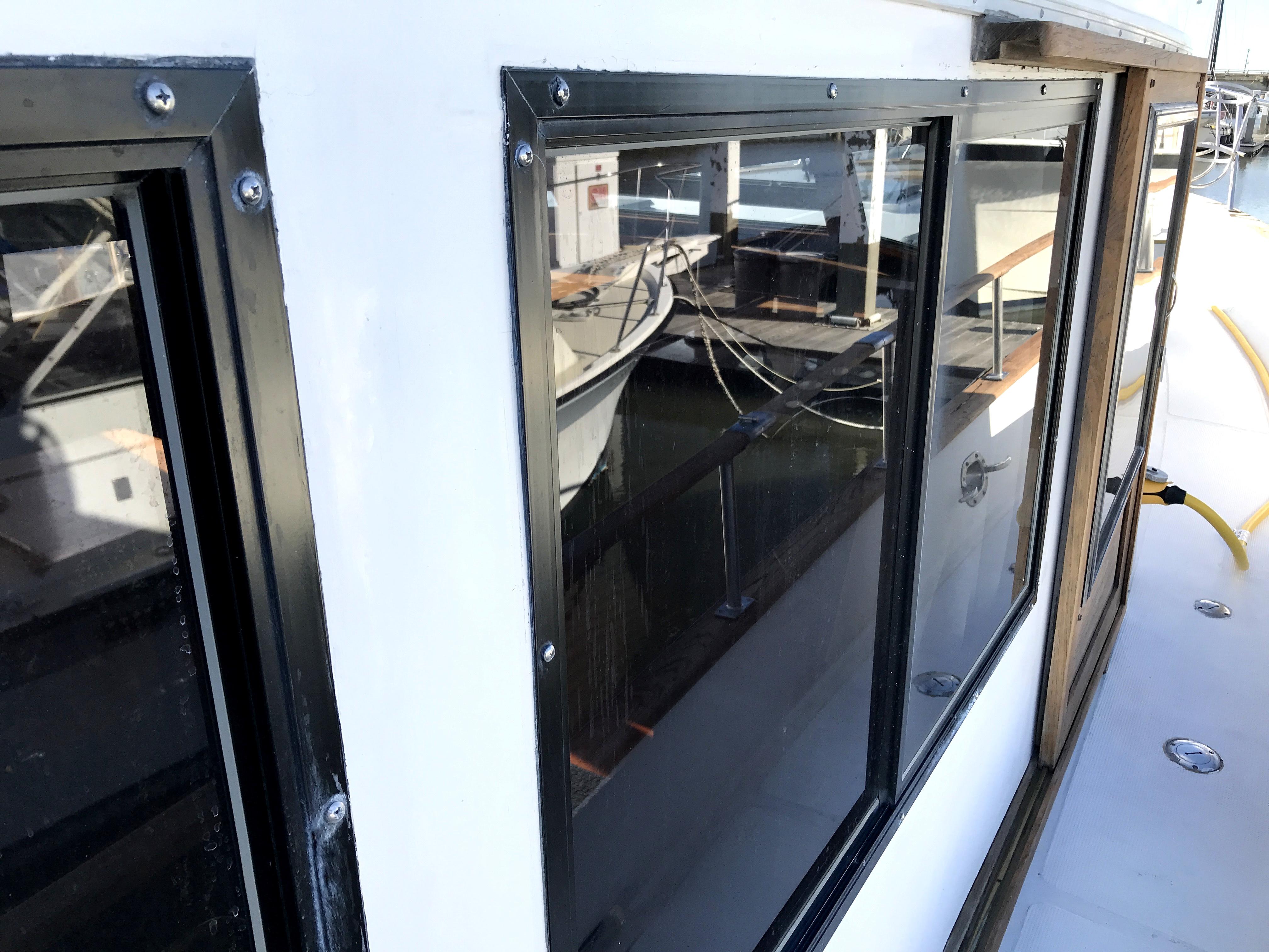 Sea Ranger SUNDECK - new aluminum frame windows