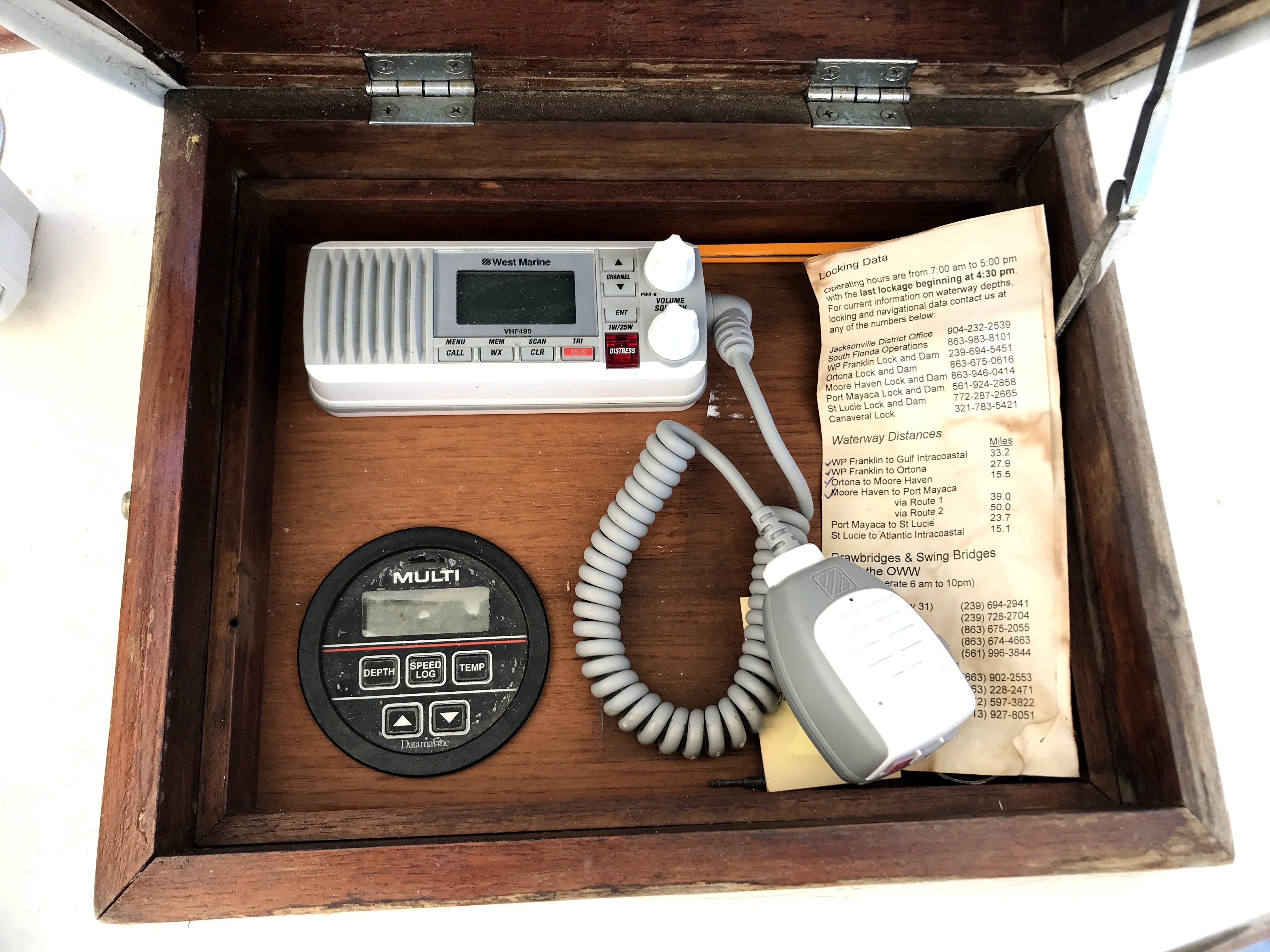 Sea Ranger SUNDECK - new West marine VHF