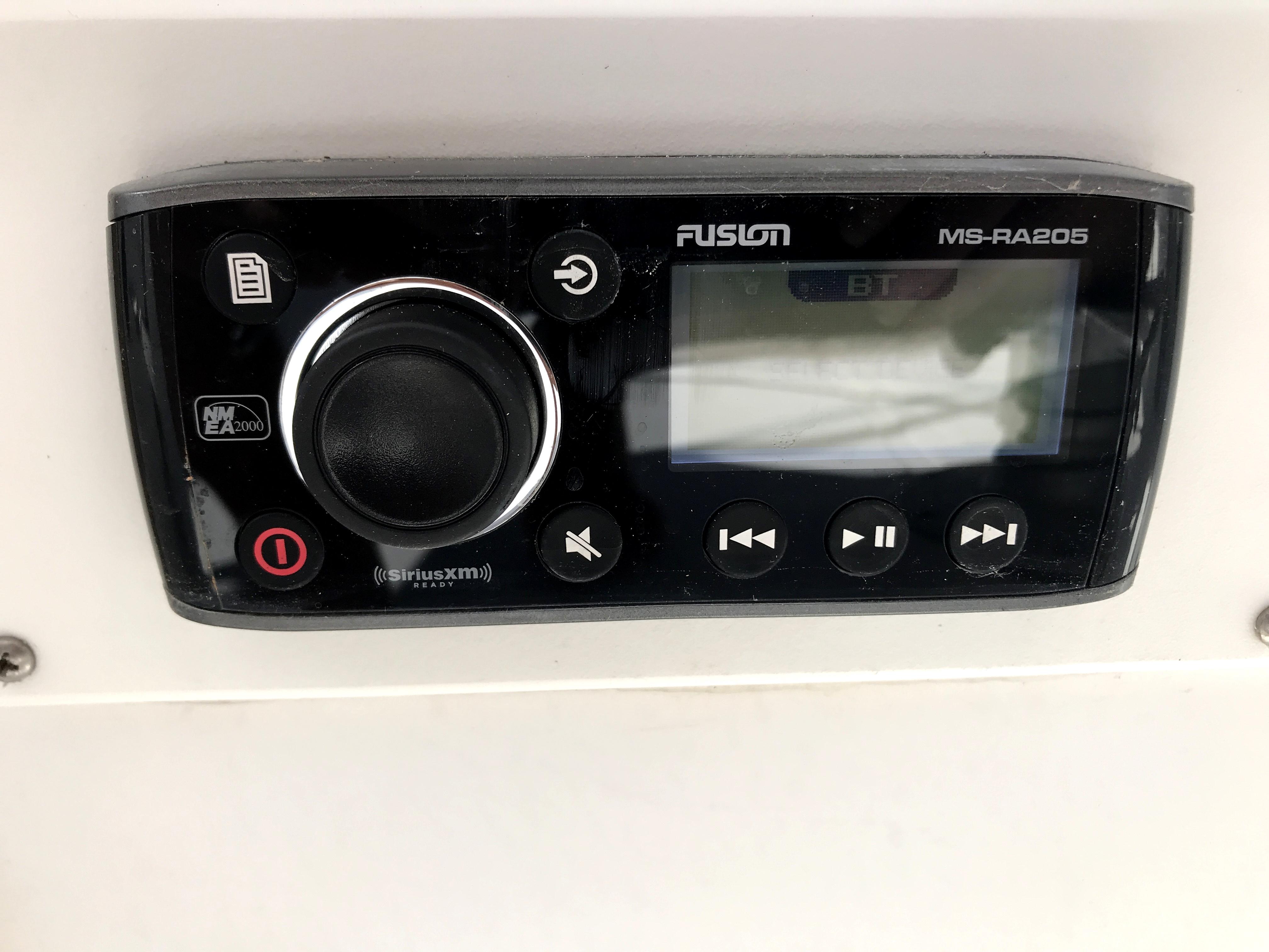 Sea Ranger SUNDECK - Fusion stereo
