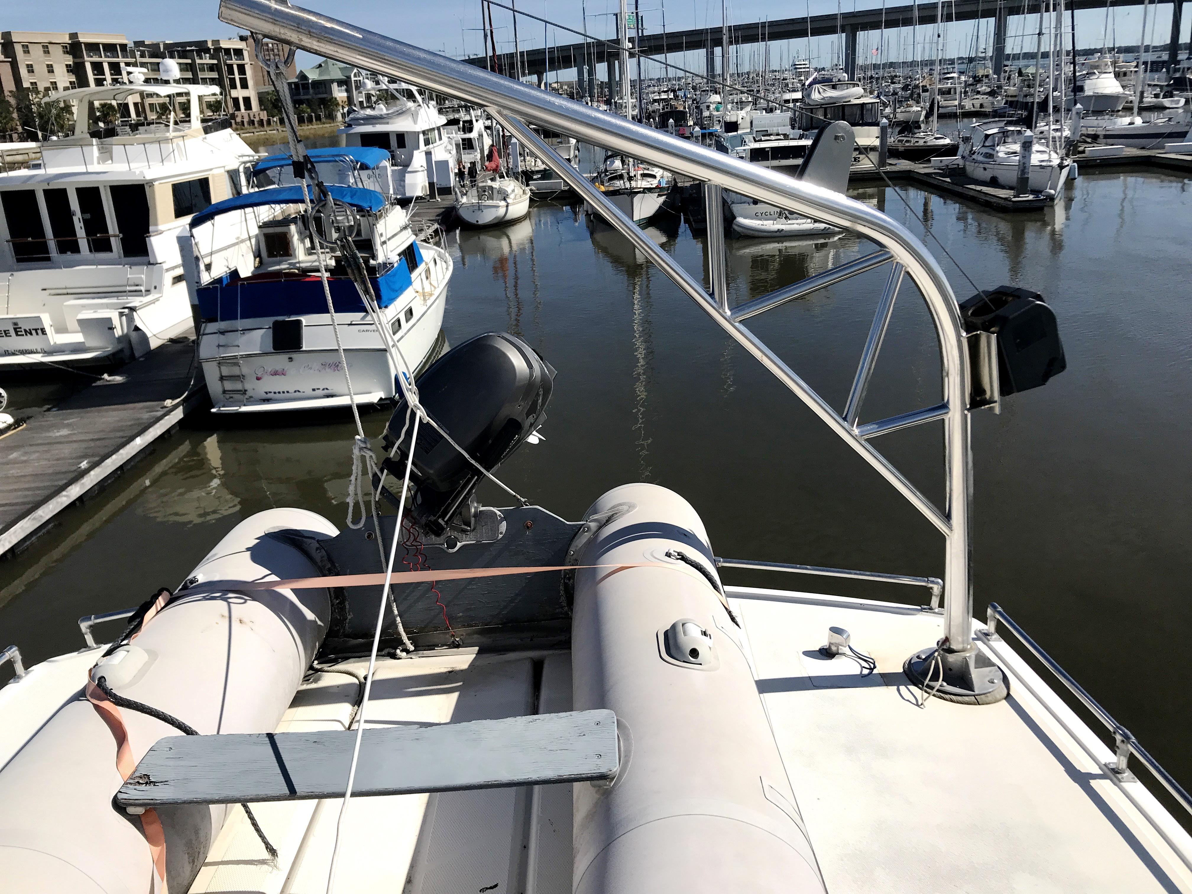 Sea Ranger SUNDECK - dinghy and davit