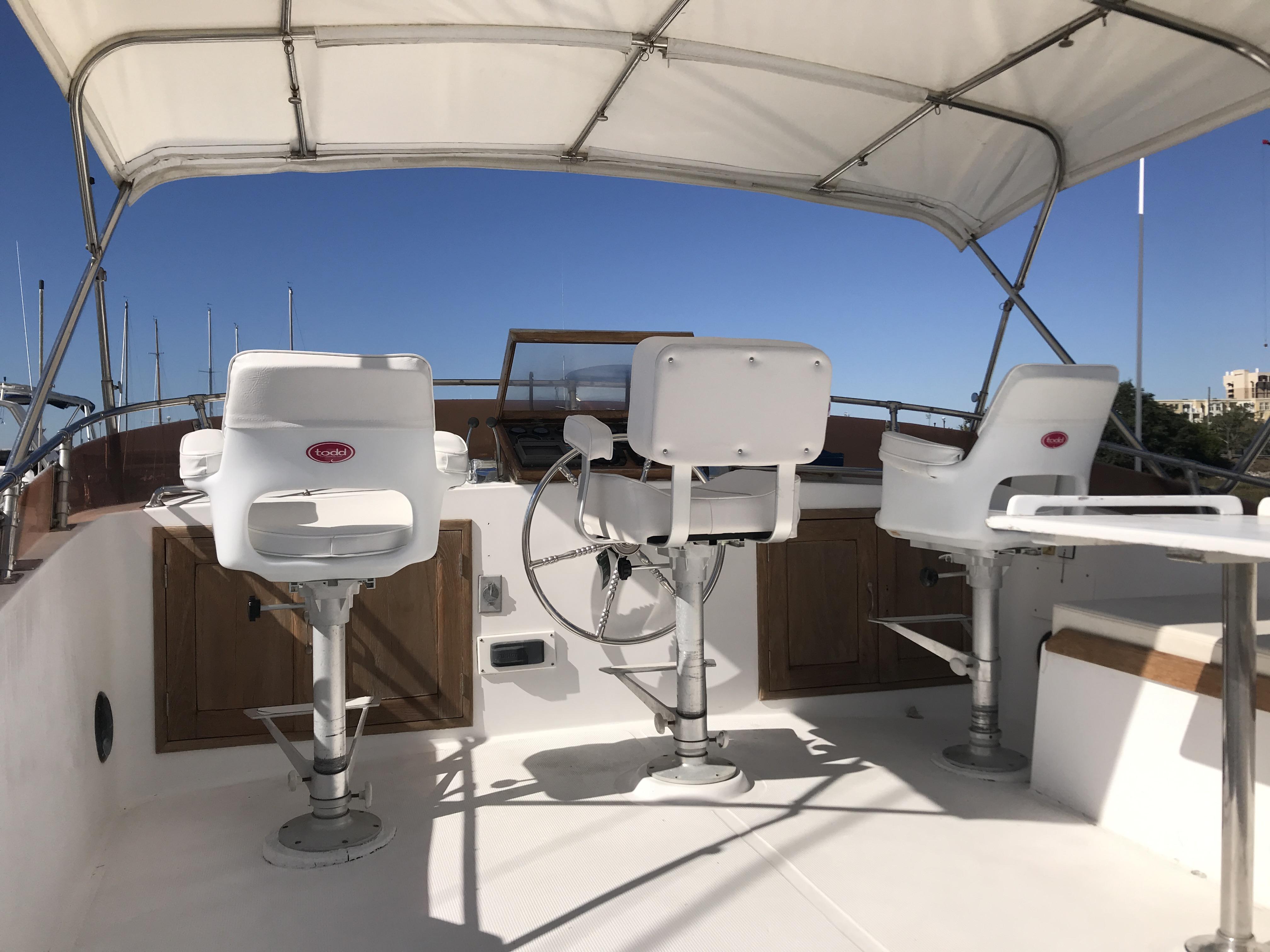 Sea Ranger SUNDECK - New flybridge helm chairs and bimini
