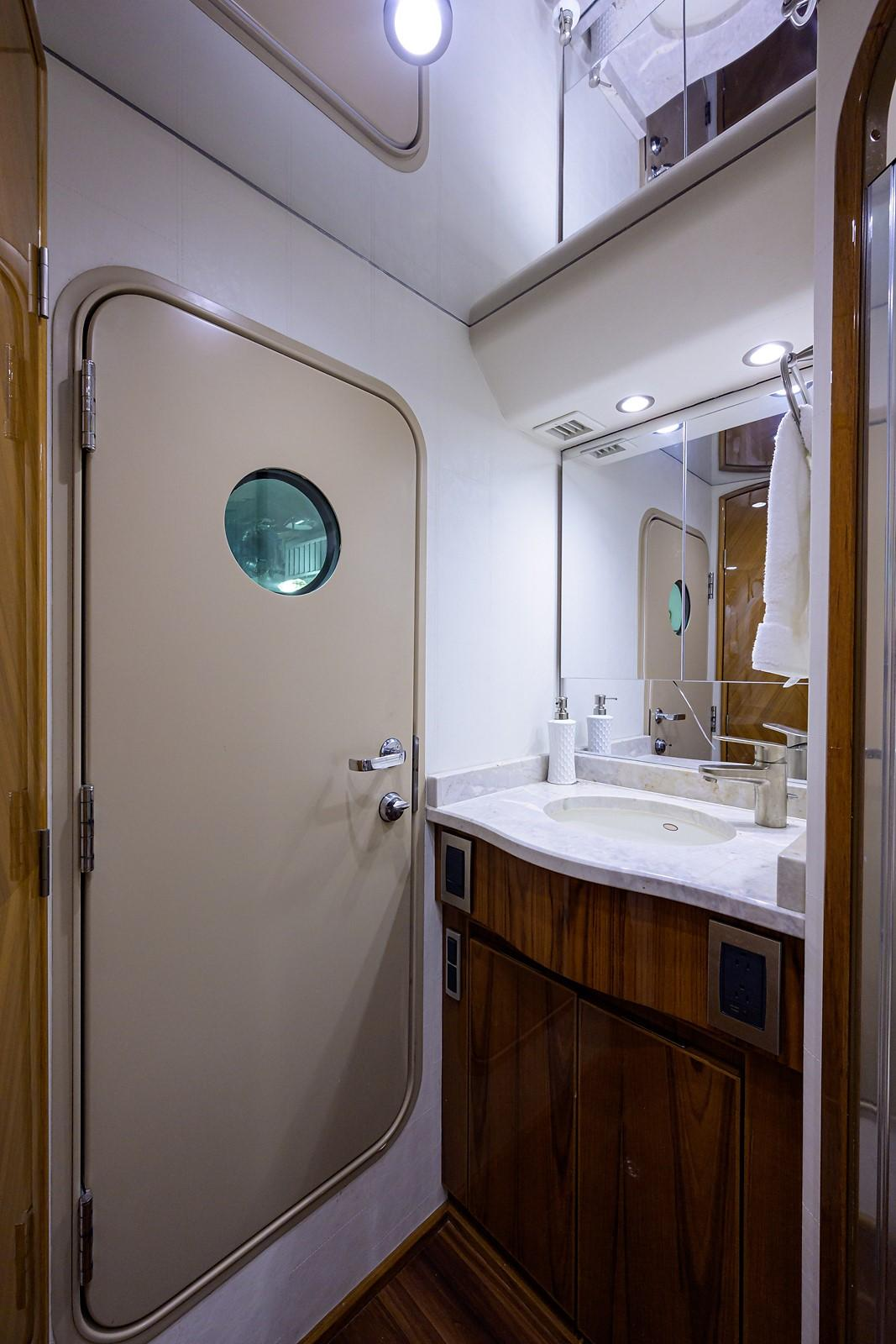 Starboard Stateroom Head, Mid