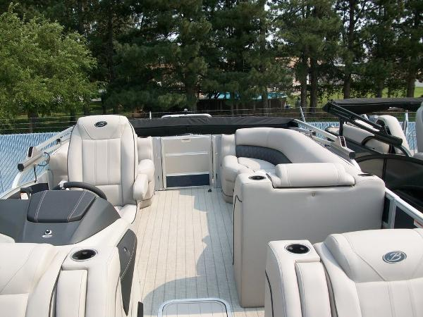 2019 Barletta boat for sale, model of the boat is L21Q & Image # 4 of 11