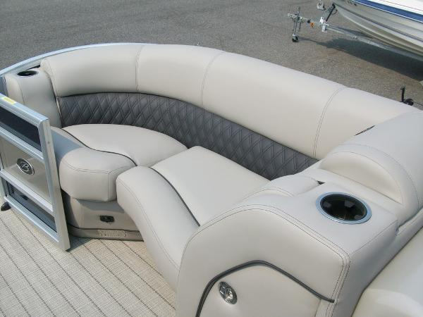 2019 Barletta boat for sale, model of the boat is L21Q & Image # 7 of 11