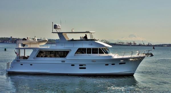 Picture Of:  65' Hampton 658 Endurance LRC 2020Yacht For Sale | 2 of 43