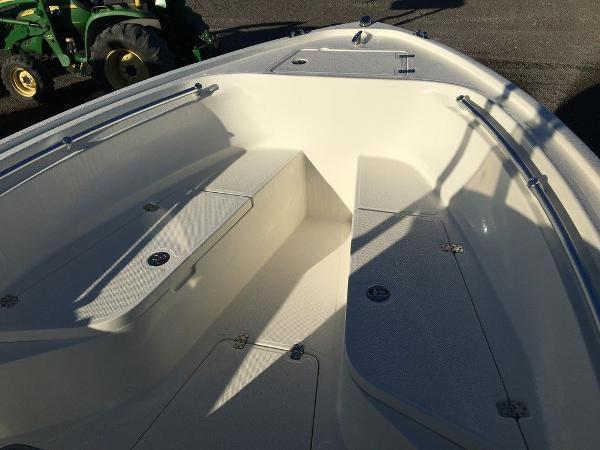 2018 Mako boat for sale, model of the boat is 214 & Image # 3 of 11
