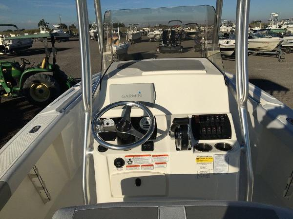 2018 Mako boat for sale, model of the boat is 214 & Image # 9 of 11