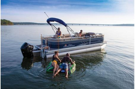 2020 Sun Tracker boat for sale, model of the boat is Signature Party Barge 22RF XP3 w/150L 4S & Image # 10 of 13