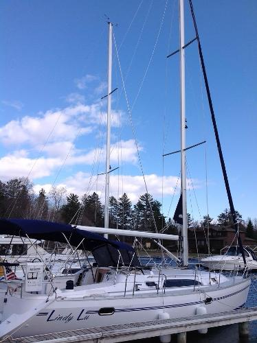 2011 Catalina Yachts boat for sale, model of the boat is 355 & Image # 7 of 11