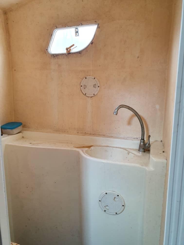 Heads and wash basin