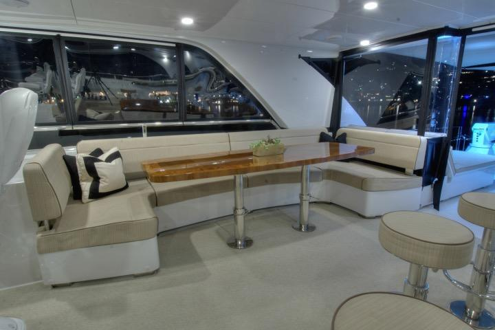 Flybridge lounge (nightlight)
