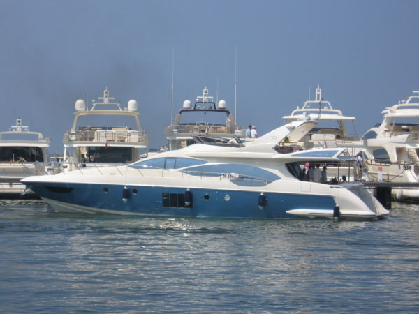 The Azimut 70 is one of the new generations of Azimuts Yachts launch last ...