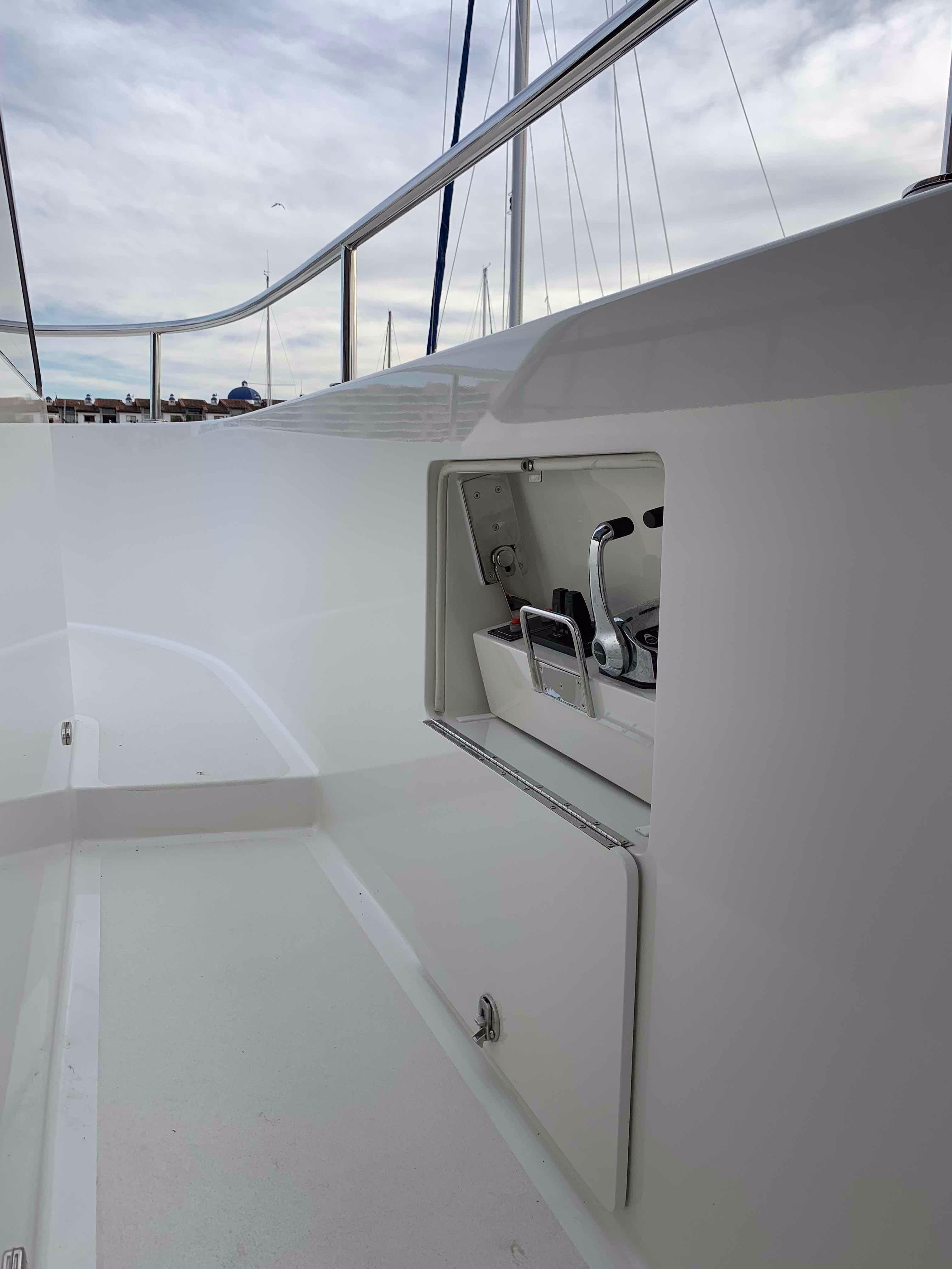 100 Ocean Alexander Starboard wing station