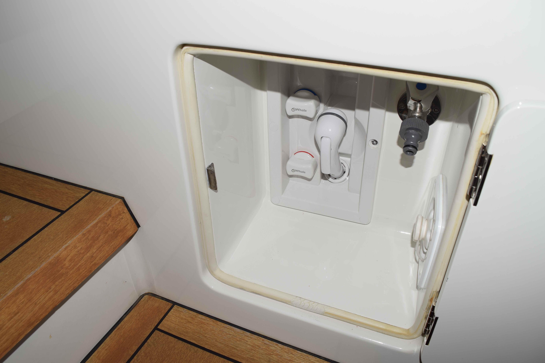 100 Ocean Alexander custom shower box with FW washdown