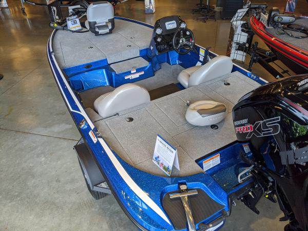 2021 Nitro boat for sale, model of the boat is Z17 & Image # 3 of 61