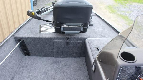 2021 Tracker Boats boat for sale, model of the boat is BASS TRACKER® Classic XL & Image # 9 of 13
