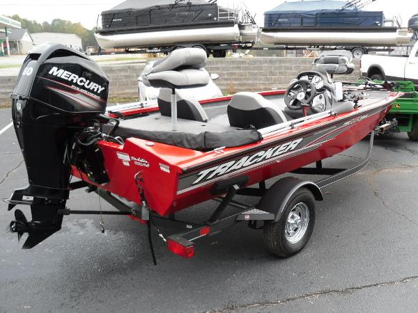 2018 Tracker Boats boat for sale, model of the boat is Pro Team™ 175 TXW & Image # 2 of 32