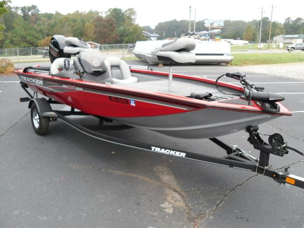 2018 Tracker Boats boat for sale, model of the boat is Pro Team™ 175 TXW & Image # 4 of 32