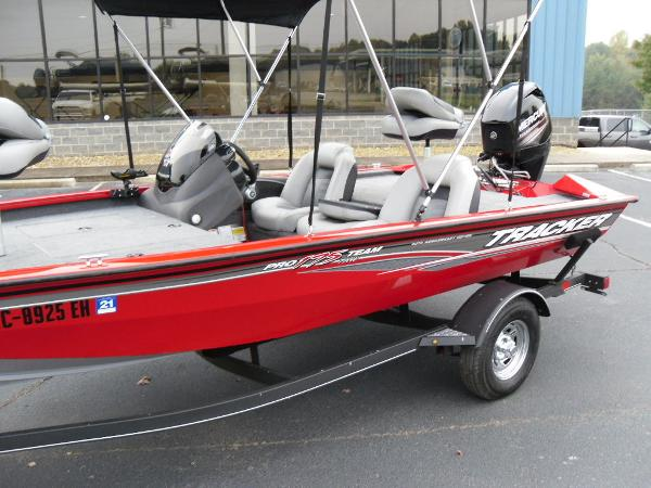 2018 Tracker Boats boat for sale, model of the boat is Pro Team™ 175 TXW & Image # 15 of 32