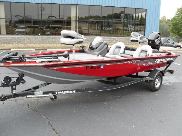 2018 Tracker Boats boat for sale, model of the boat is Pro Team™ 175 TXW & Image # 17 of 32