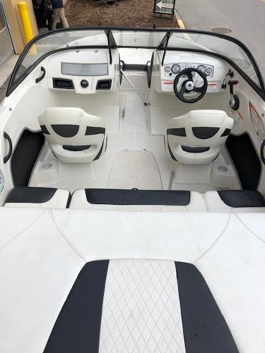 2016 Tahoe boat for sale, model of the boat is 400TS & Image # 4 of 8