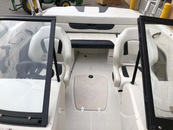 2016 Tahoe boat for sale, model of the boat is 400TS & Image # 5 of 8