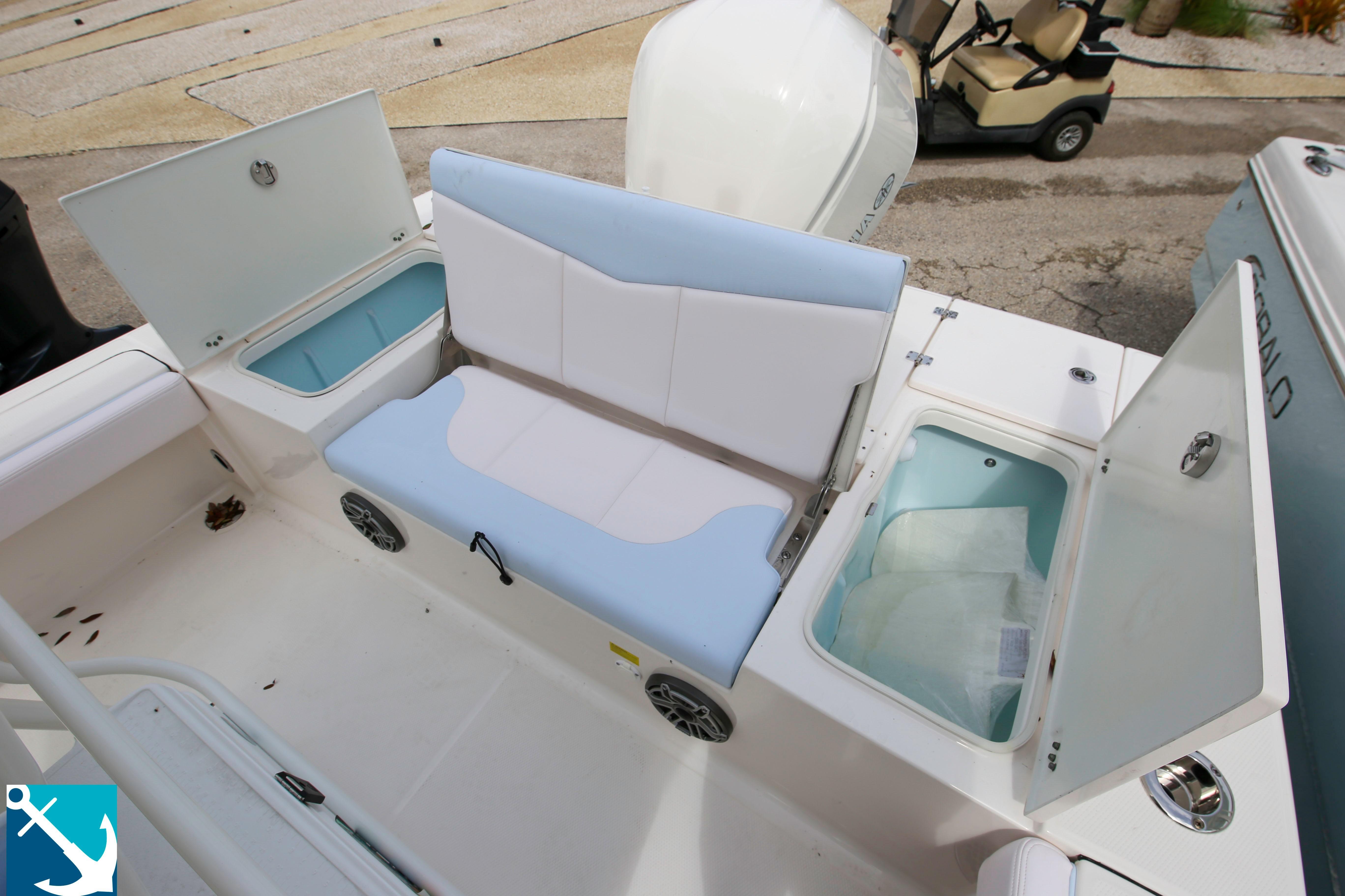 Robalo 246 Cayman 2020 8