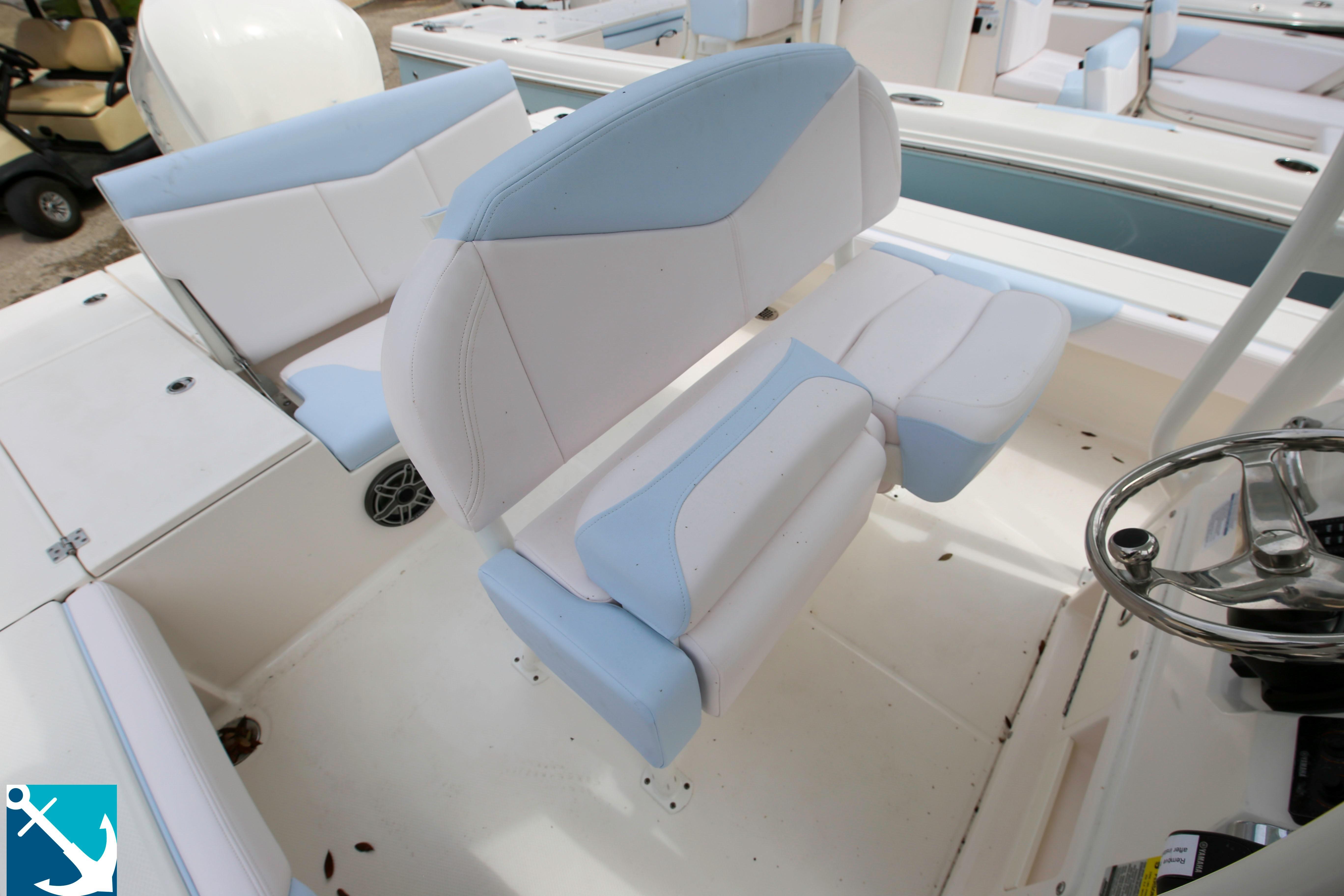 Robalo 246 Cayman 2020 11