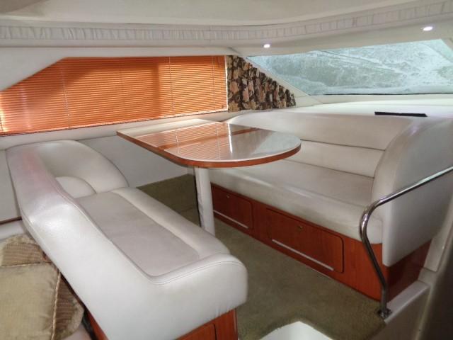 Sea Ray 400 Sedan Bridge - Dinette