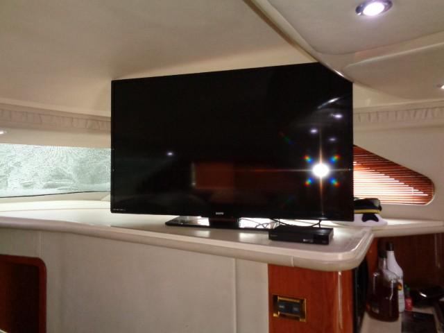 Sea Ray 400 Sedan Bridge - TV