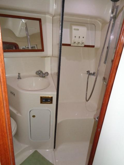 Sea Ray 400 Sedan Bridge - Master Shower