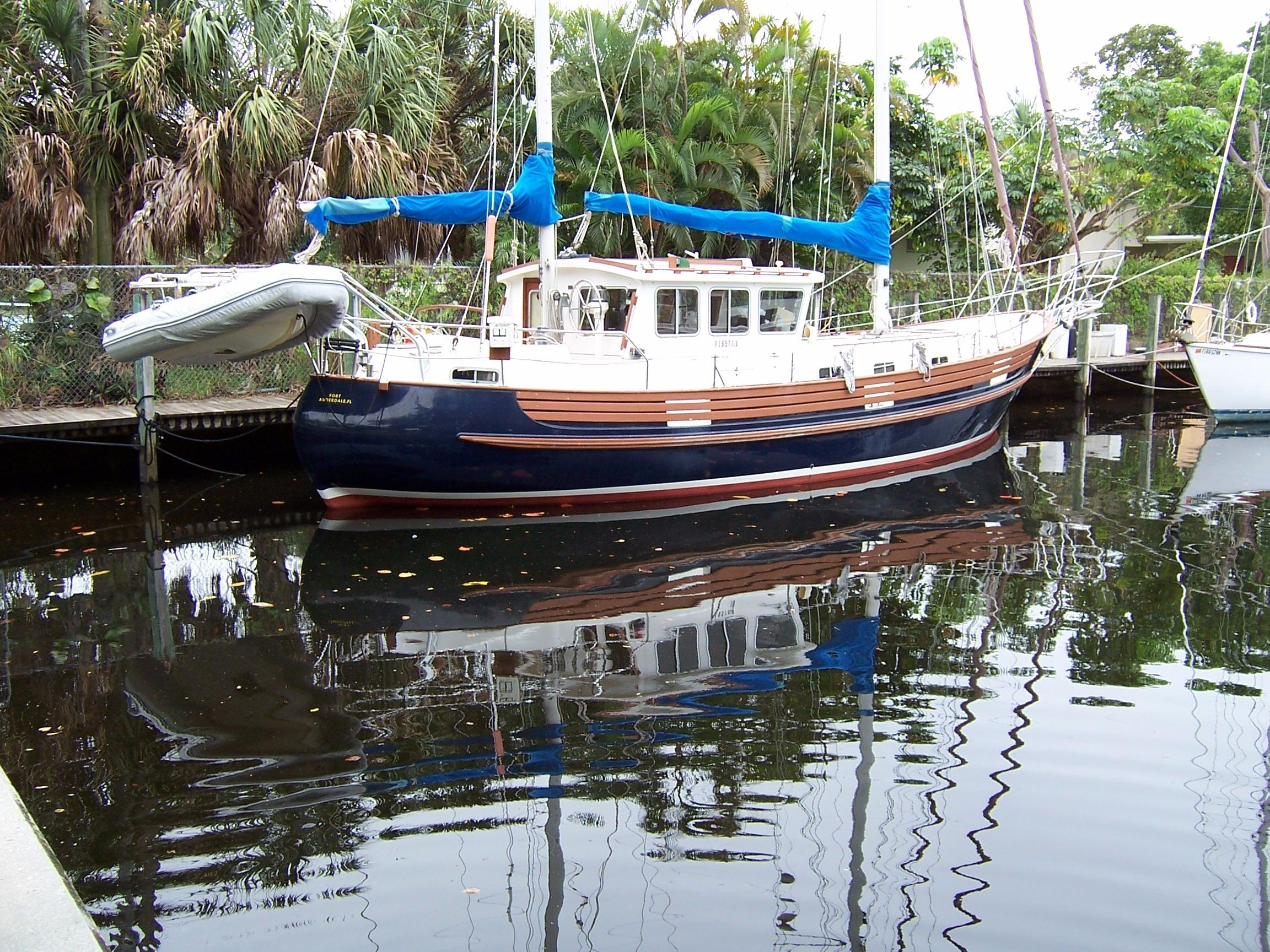 46' Fisher 46 1977 Motorsailer Cutter